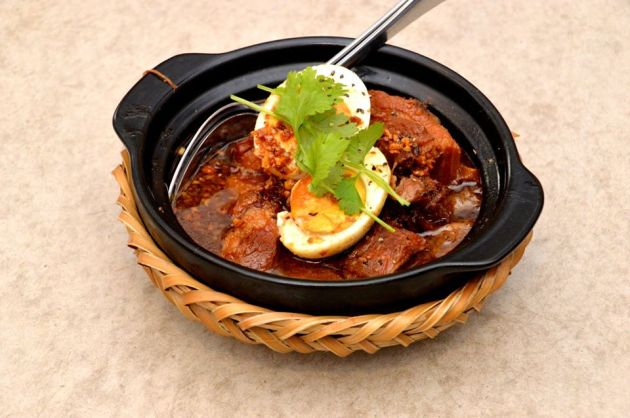Clay Pot Pork Belly with Eggs