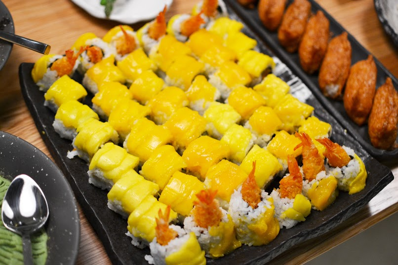 Shrimp Roll with Mango