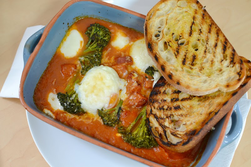 Sugo Baked Eggs with Chilli